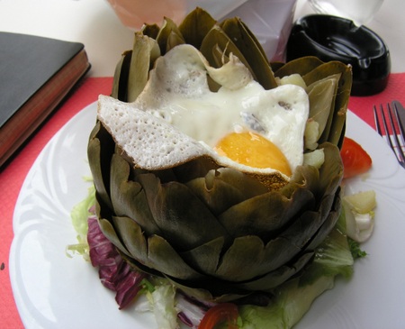 Britanny_artichoke_with_egg1